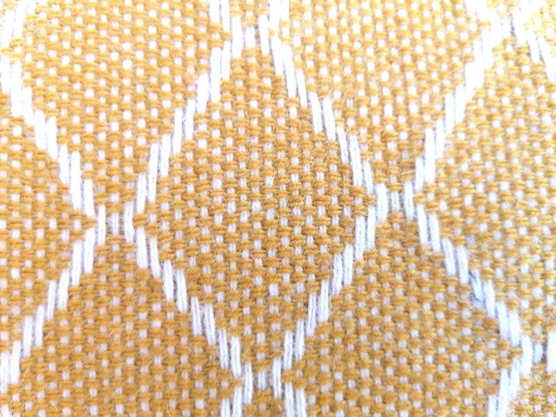 almofada amarelo calçada 2