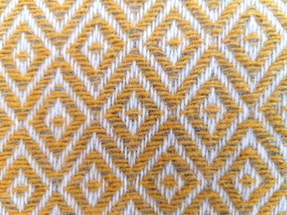 Diamond pattern cushion cover -