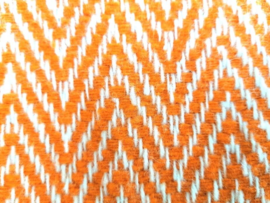 almofada laranja espinho 2