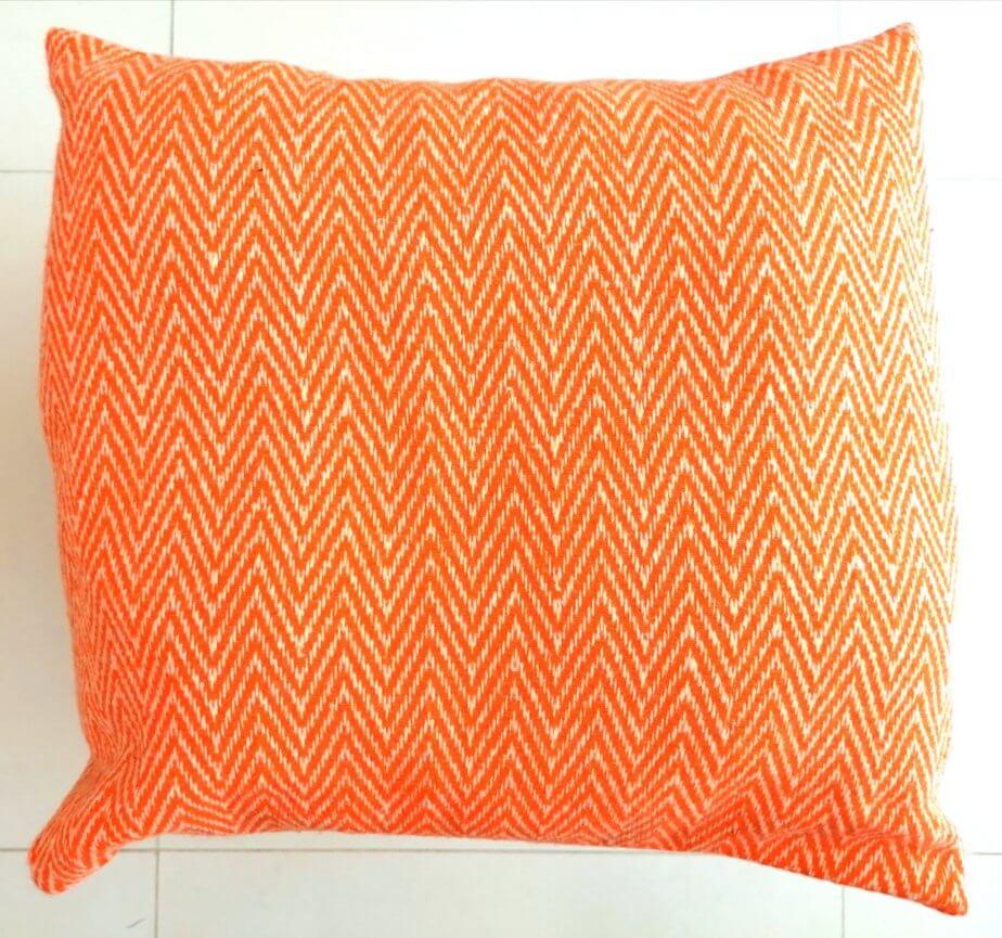 almofada laranja espinho