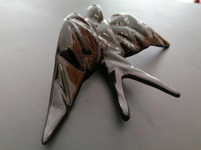 Andorinha de Cerâmica com Relevo