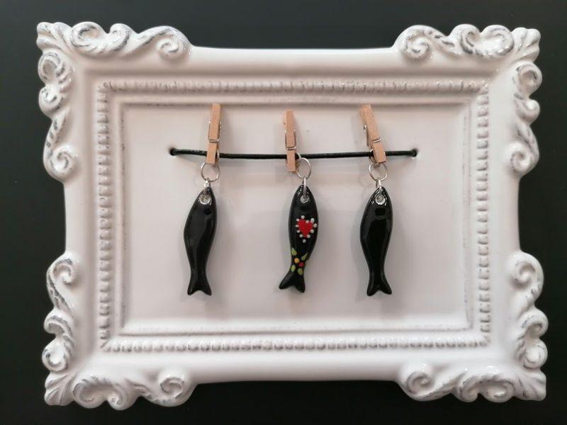 moldura sardinhas pretas