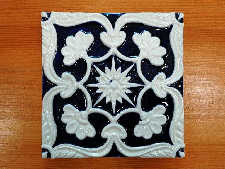 Azulejo pintado a mao - relevo-n21-grande