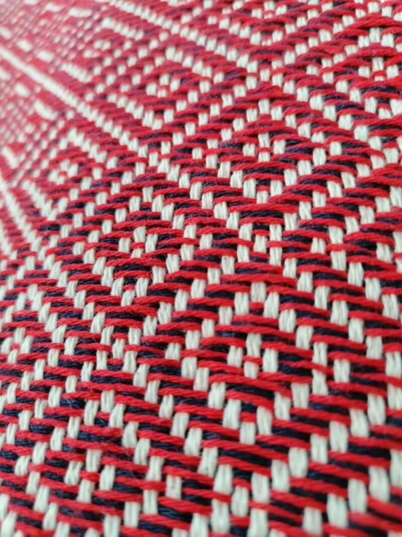 Manta Algodão - diamante vermelho escuro - detalhe